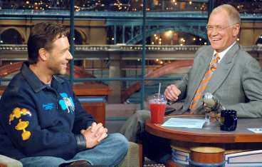 folk älskar busAR Russell Crowe intervjuas av David Letterman efter telefonskandalen och lyckas helt lysande vända på steken med ett skämt - och blir en rolig och förlåten buse. Här har våra svenska tråkiga kändisar en hel del att lära.