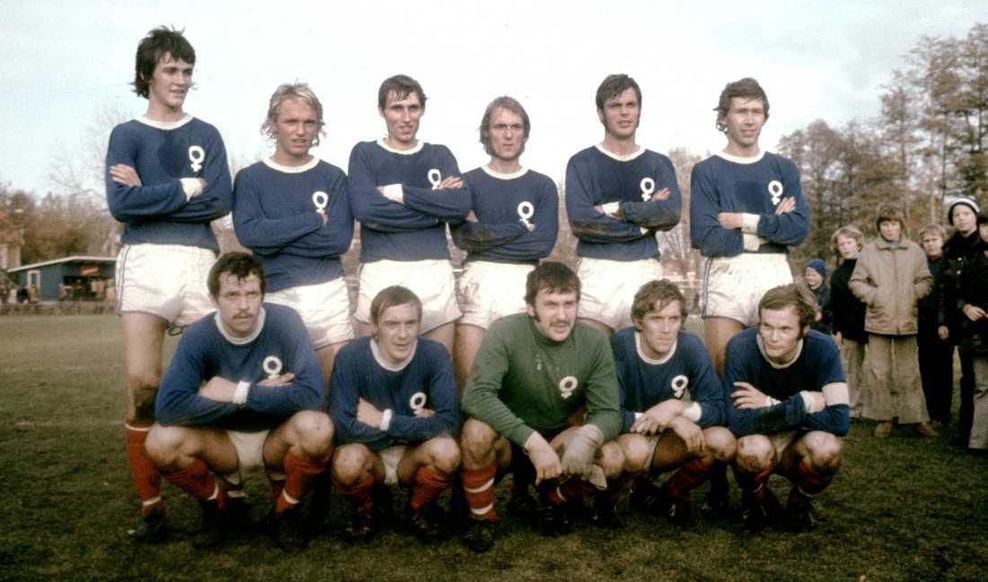Ralf Edström, längst upp till vänster, i Åtvidaberg 1971.