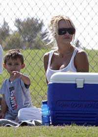 på picknick Pamela Anderson på picknick med sonen Dylan.