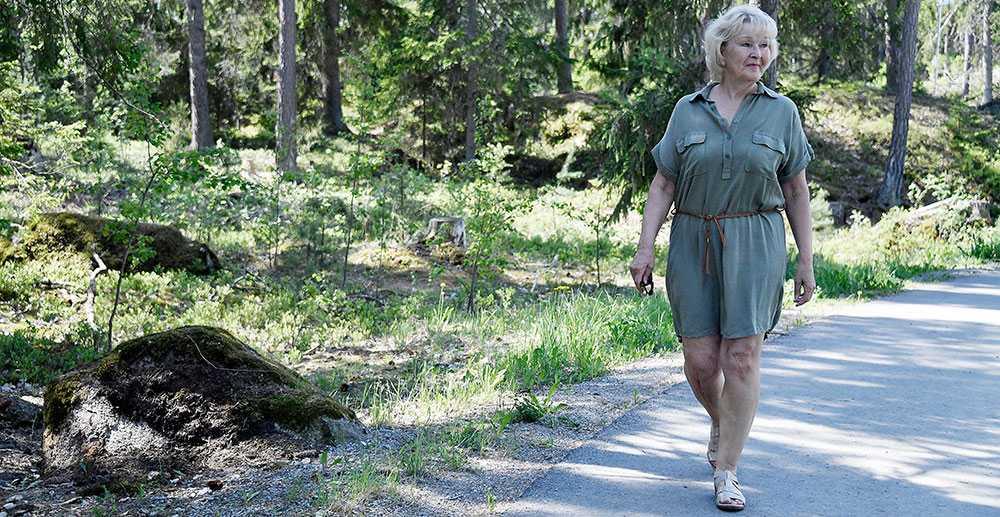 """""""Det är klart att jag inte vill bo hos min son och ligga honom till last"""", säger Linnea, 68. Hennes pension är så låg att hon inte har råd med en egen hyreslägenhet."""