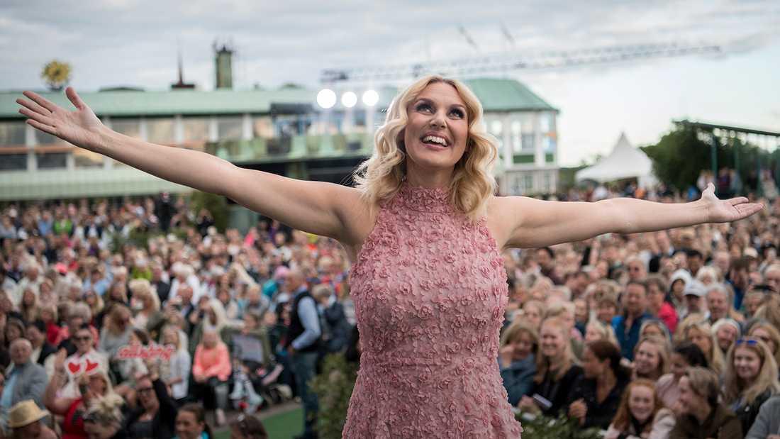 Sanna Nielsen gör sin andra sommar som allsångsledare.