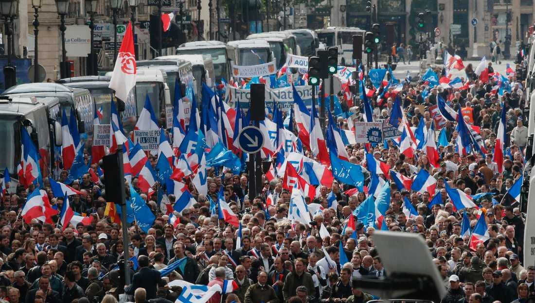 Nationella frontens första maj-tåg i Paris.