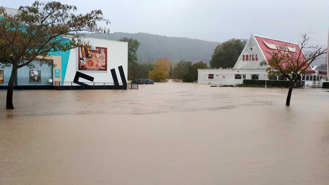 Översvämmade gator i Trans-en-Provence den 24 november.