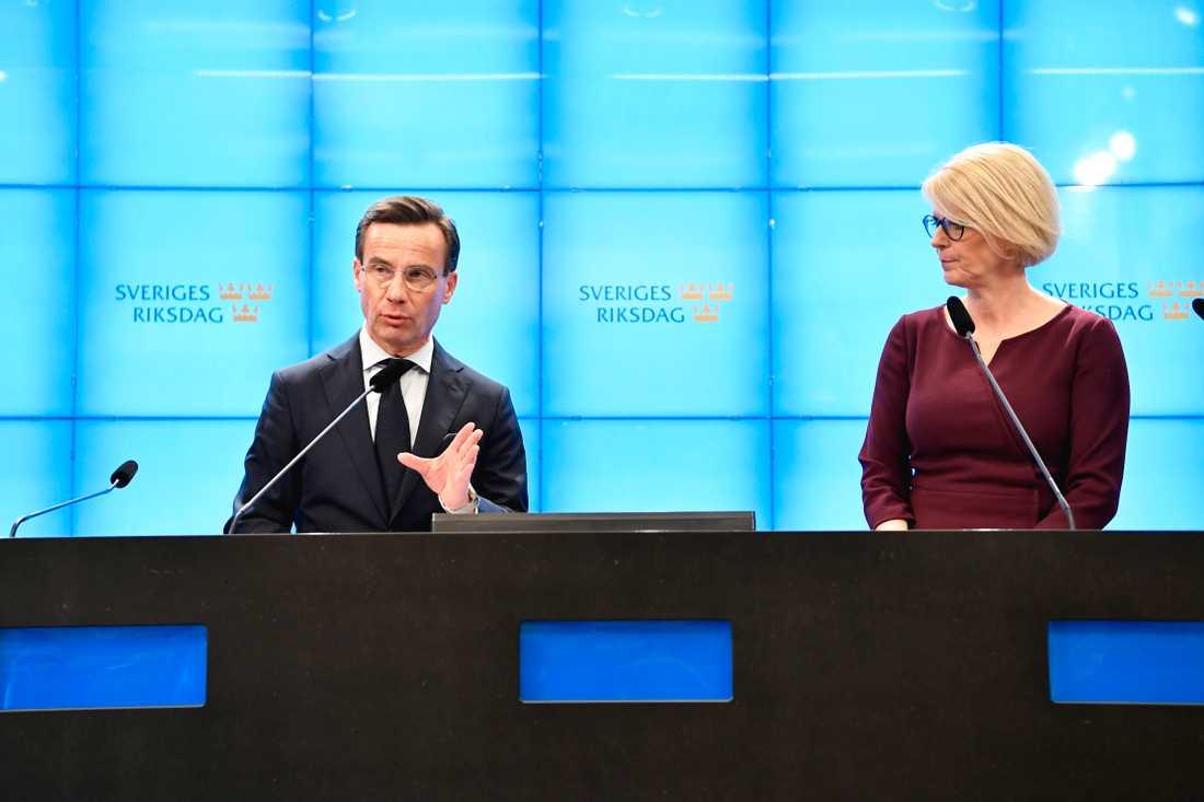 Moderaterna kräver att regeringen går fram med exceptionella åtgärder för att rädda svenska företag och jobb.