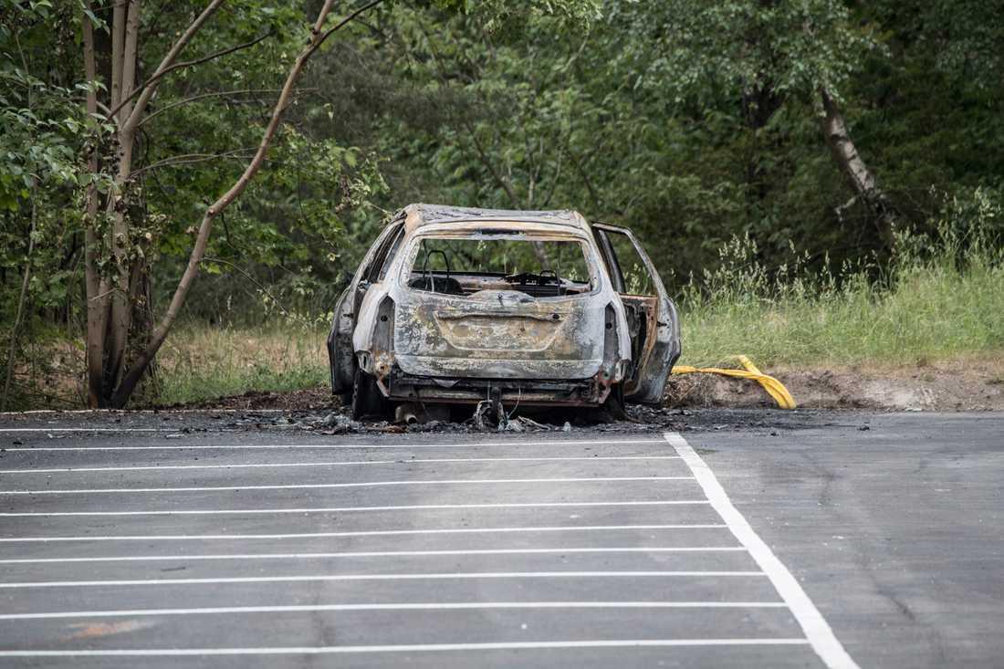 Den utbrända bilen kopplas till mordet på Lidingö.
