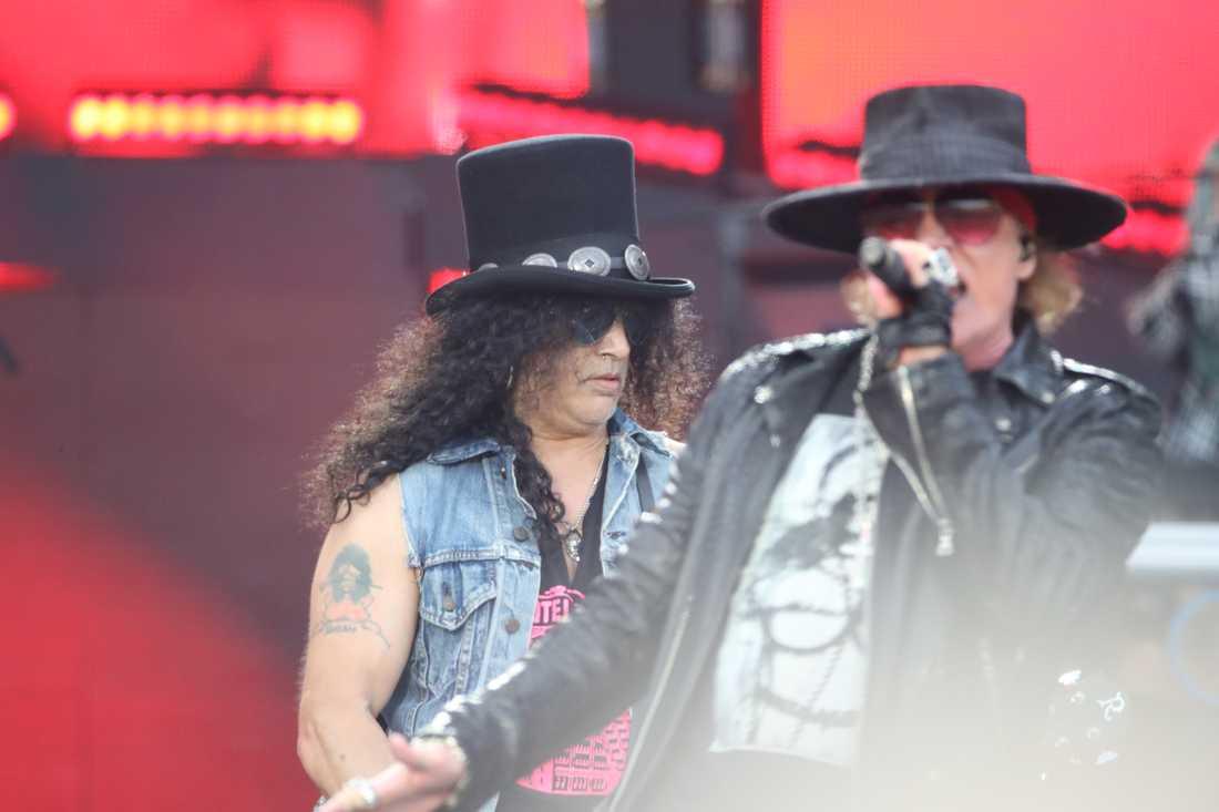 Slash och Axl Rose i Guns N'Roses på Ullevi i Göteborg 21 juli 2018. I juni skulle de ha varit toppnamn på Sweden Rock Festival, men festivalen har tvingats ställa in.