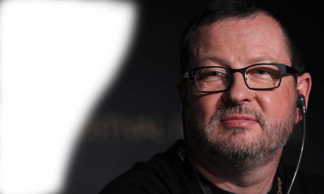 """""""VÄLDIGT STOLT"""" Efter nazi-skandalen i går har Lars von Trier kallats icke önskvärd av styrelsen för Cannes filmfestival. """"Nu är jag den första personen som blir """"persona non grata"""" på festivalen, jag är väldigt stolt över det"""", säger von Trier."""