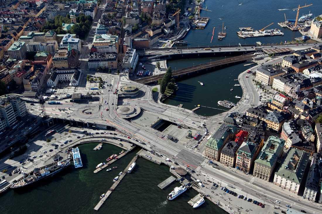 Slussen i dag Södermalm till vänster och Gamla stan till höger.