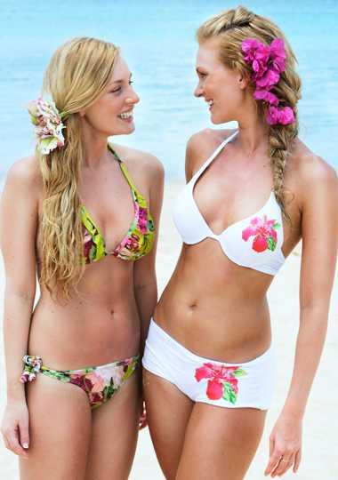 Ljuvlig volangbikini, 498 kr,Branting, och vit vadderad bygelbikini med rosa blommor ochpaljetter, 179 och 129 kr, Lindex.