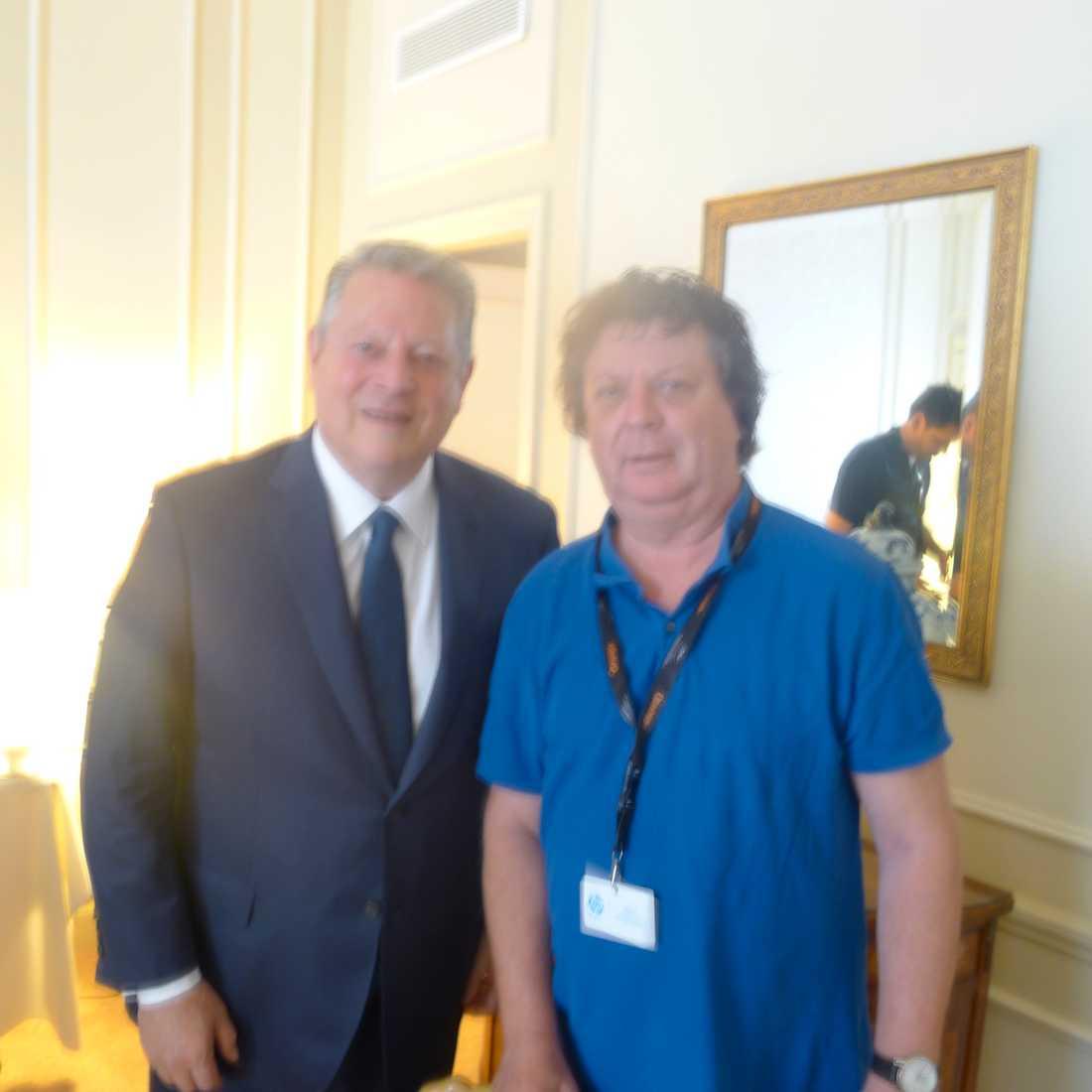 En suddig Al Gore tillsammans med Nöjesbladets Jan-Olov Andersson.