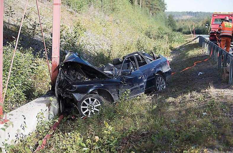 En kvinna i 20-årsåldern omkom i samband med en singelolycka i Råneå i Luleå kommun i slutet av augusti.