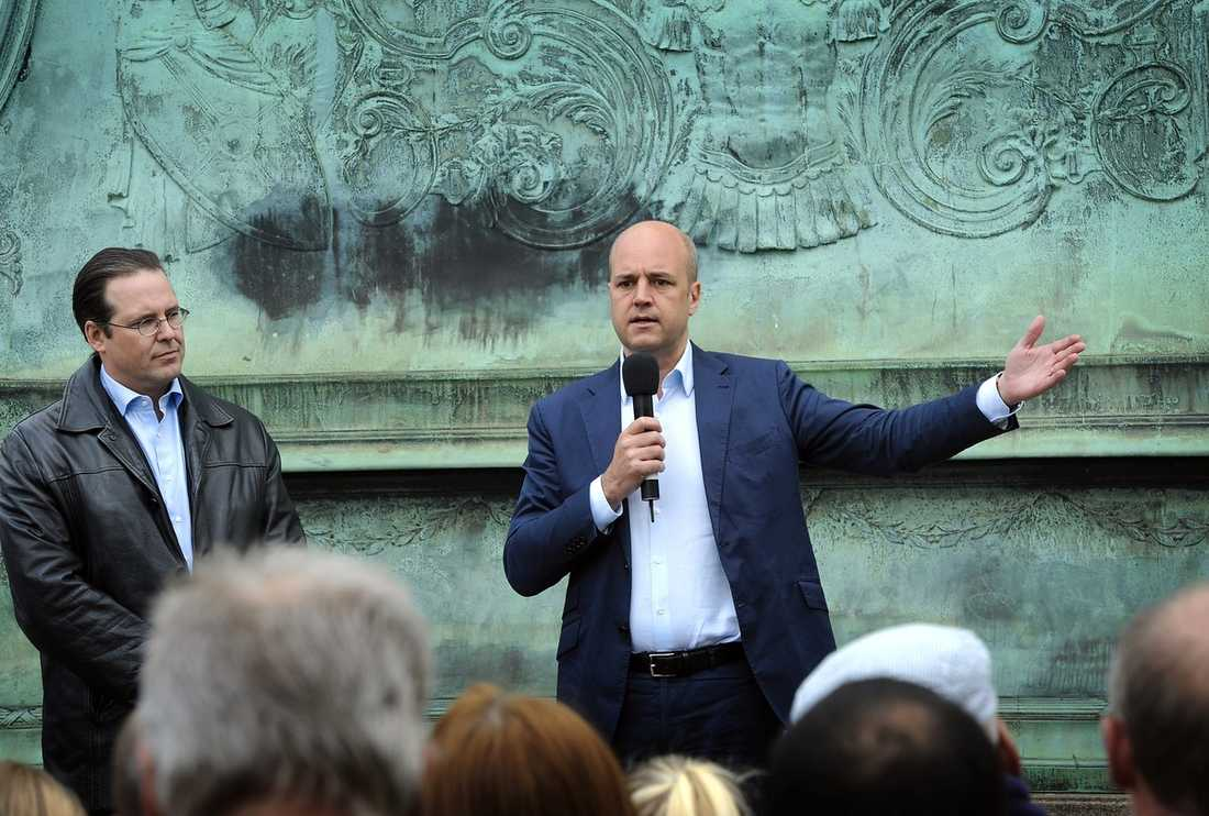 """FÖRSTA UTTALANDET  Fredrik Reinfeldt kommenterade senaste Saab-krisen i Dagens Eko i går. """"Jag tycker synd om dem som arbetar på ett företag som dagen före midsommarafton upptäcker att de inte har pengar till sina löner"""", sa han. Men Reinfeldt sa inte ett ord om att Saab är ett företag som man i många år har kunnat vara stolt över."""