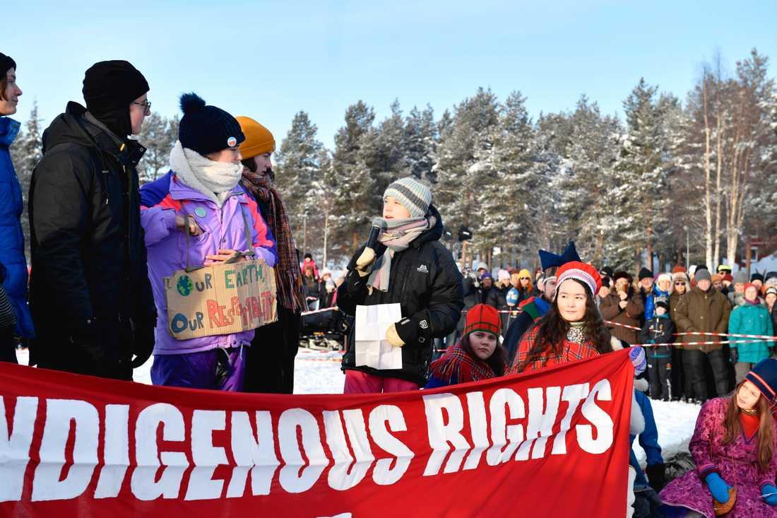 Klimataktivisten Greta Thunberg talar vid en klimatstrejk tillsammans med samiska barn och ungdomar i Jokkmokk.