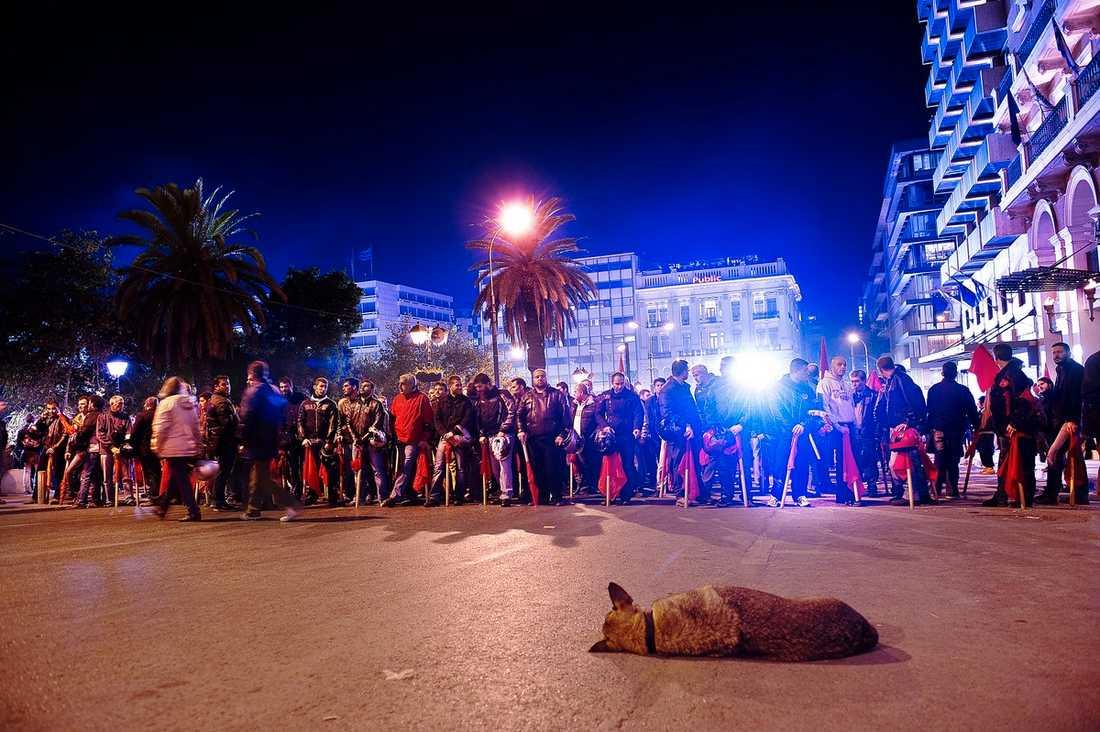 Demonstranter utanför det grekiska parlamentet i går kväll.