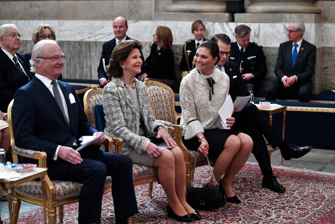 Kung Carl Gustaf, drottning Silvia, kronprinsessan Victoria och prins Daniel.