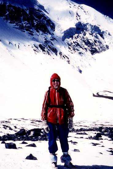 Himalaya, 1985  1985 fotvandrade jag i Himalaya. Här är jag uppe på 5416 meters höjd efter att ha gått 13 timmar genom Thorong La passet. Jag grät floder av skräck innan, men det är det häftigaste jag har varit med om.