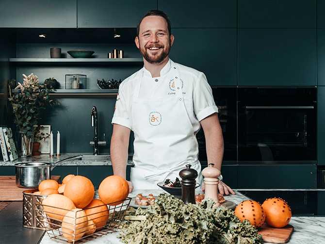 I år var det Ludwig Tjörnemo som tog hem Årets kock-titlen. Juryn belönade hans två olika rätter med kanin och en rätt med blåmusslor och kronärtskocka med högst poäng