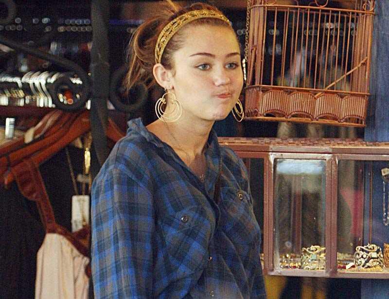 Miley Cyrus i blåsväder igen.