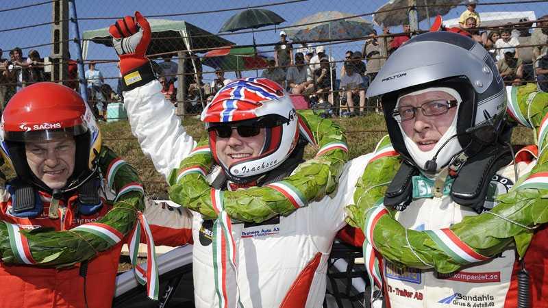 Kenneth Hansen (till vänster) blev trea, och Michael Jernberg (till höger) blev tvåa vid rallycross-EM i Ungern. Sverre Isachsen (mitten) tog sin andra raka seger.