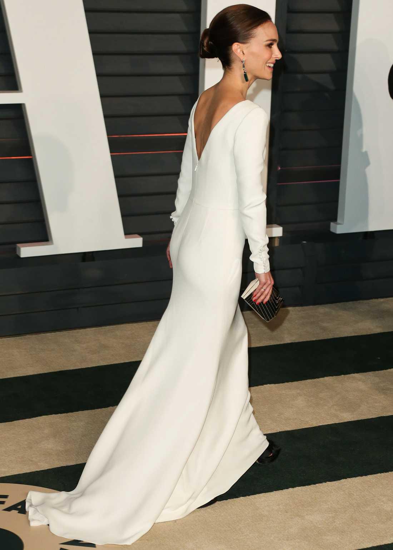 Natalie Portman Natalie strålar som vanligt på röda mattan i en minimalistisk vit klänning från Dior.