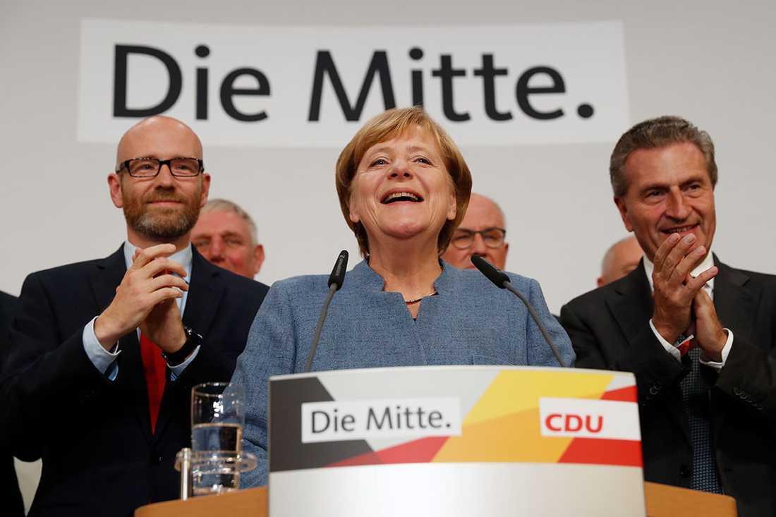 Merkel håller tal efter första valprognoserna.