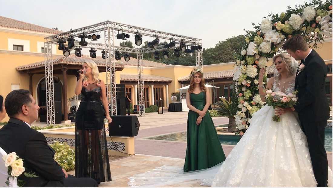 Brudparet fällde tårar under ceremonin.