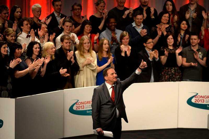 oense Stefan Löfven fick stående ovationer efter sitt tal på Socialdemokraternas kongress. Men han har fortfarande ett tufft jobb framför sig för att kunna ena partiet. Sent i går kväll satt grupper av kongressombud i möten. Uppgiften: Hitta en kompromiss i frågan om vinster i välfärden.