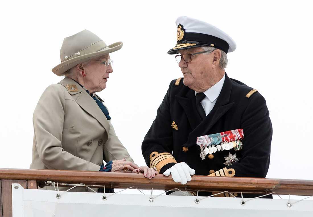 Drottning Margrethe och prins Henrik vid Aarhus hamn. Arkiv 20170623