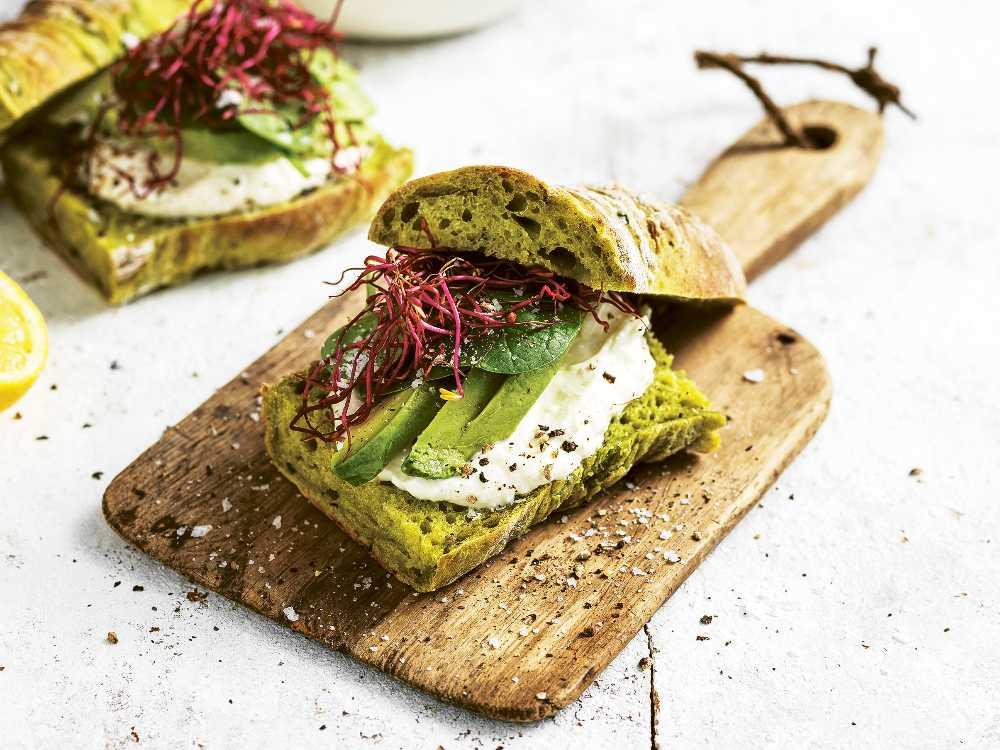 Härligt gröna bröd – baguetter med spenat och zucchini