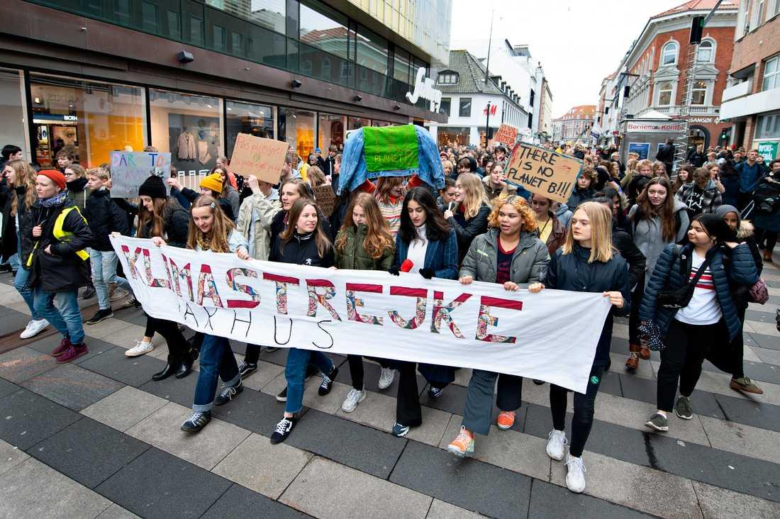 Hundratusentals skolungdomar över hela världen strejkade på fredagen för klimatet. Här i Århus, Danmark.