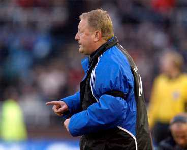 IFK Göteborgs tränare Bosse Johansson är bestämd i sin åsikt att styrelsen inte ska lägga sig i hur han styr sitt lag.