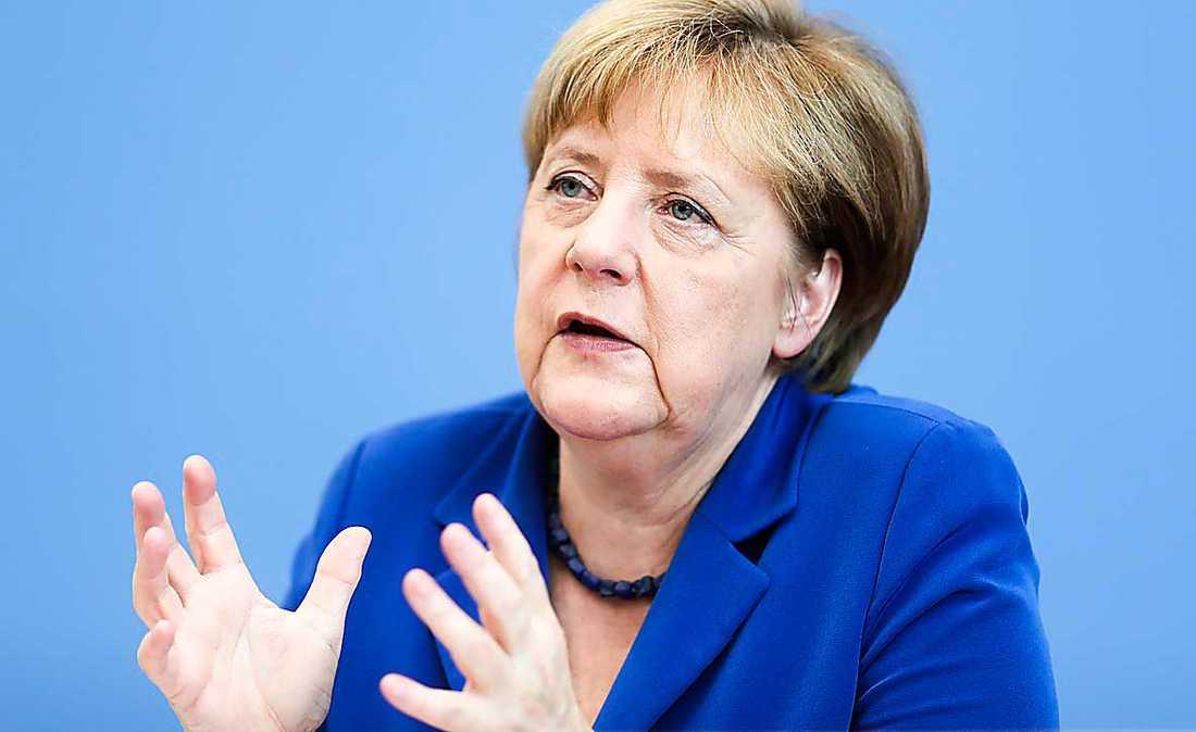 Den flyktingpolitik som Angela Merkel driver gör henne förtjänt av Nobels fredspris 2016, enligt Heimerson.