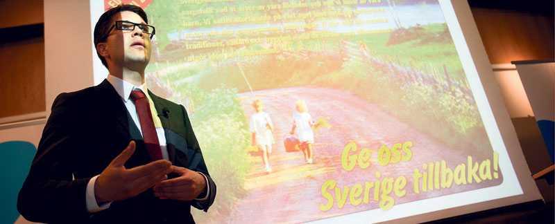 BLÅGULA DRÖMMAR Jimmie Åkesson, Sverigedemokraternas partiledare , presenterar SD:s strategi inför EU-valet förra året.