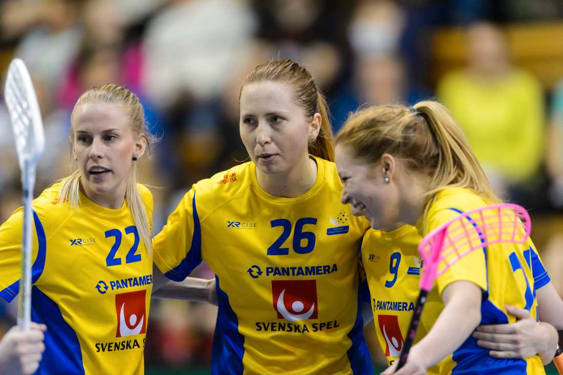 Emelie Wibron (nummer 26) firade sin 100:e landskamp som lagkapten i 7–1-segern mot Finland. Arkivbild.