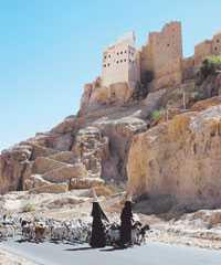 Hatten är unik för Wadi Hadramawt och bärs endast av kvinnorna som arbetar i jordbruket.