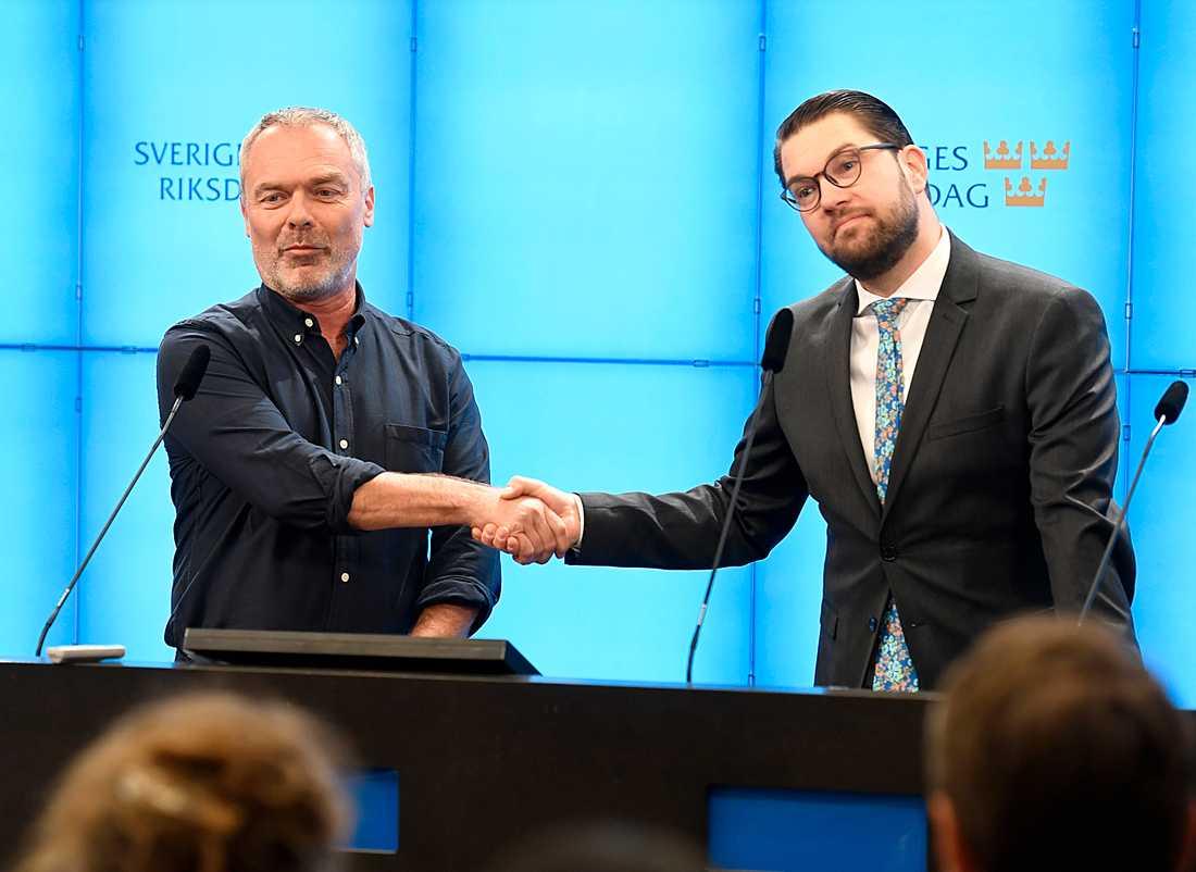 De båda partiledarna hade för första gången en gemensam pressträff. De berättade att de ska ge sig ut på en debatturné tillsammans.