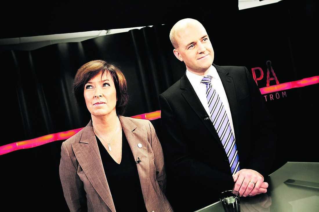 Ring, Ring Telefonen är inte tyst och död längre. I förmiddags ringde Reinfeldt till Sahlin.