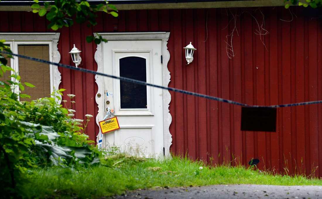 I det här huset hittades mannen död – uppäten av sina två hundar.