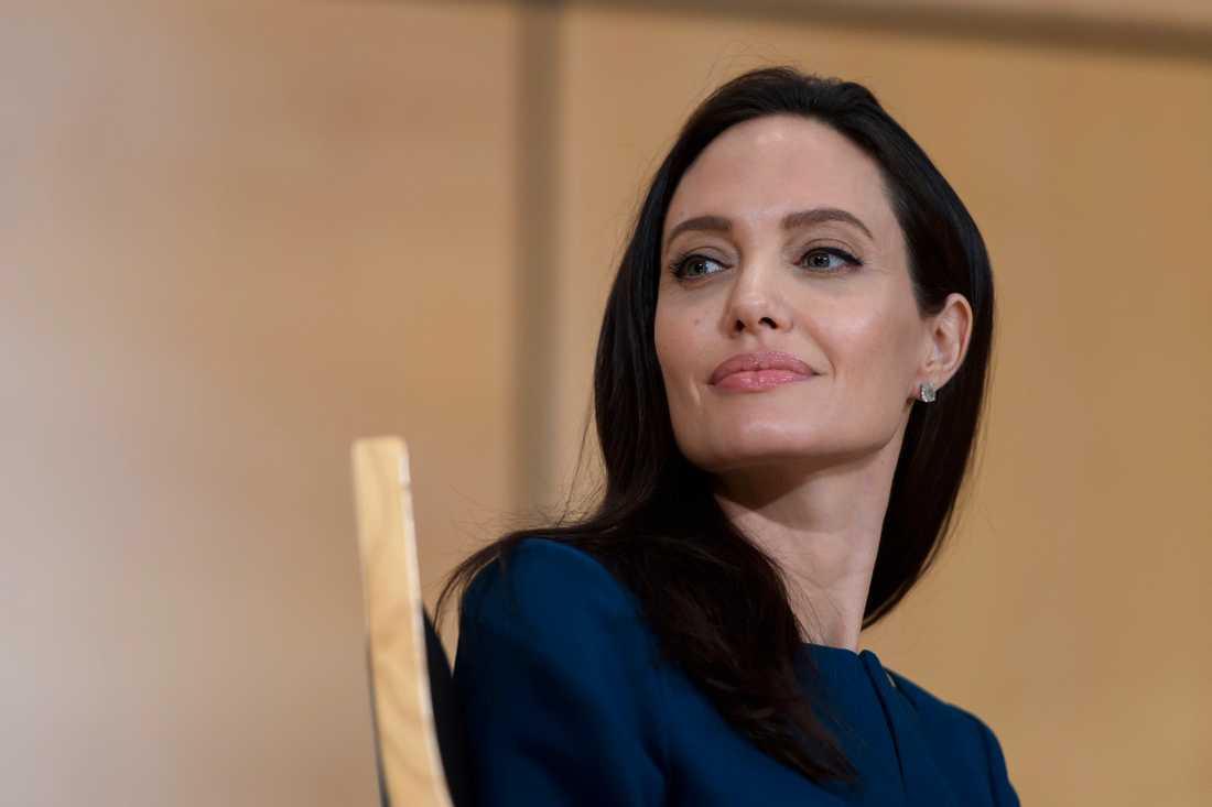 Angelina Jolie uppges ha fått vård i Stockholm