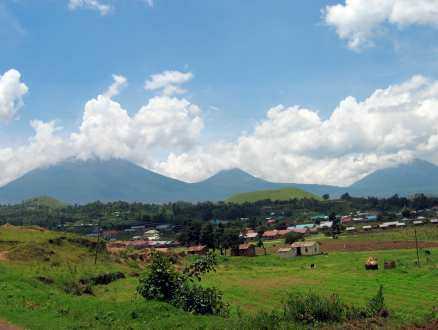 """Rwanda kallas """"de tusen kullarnas land"""". I en del av """"kullarna"""" döljer sig aktiva vulkaner."""