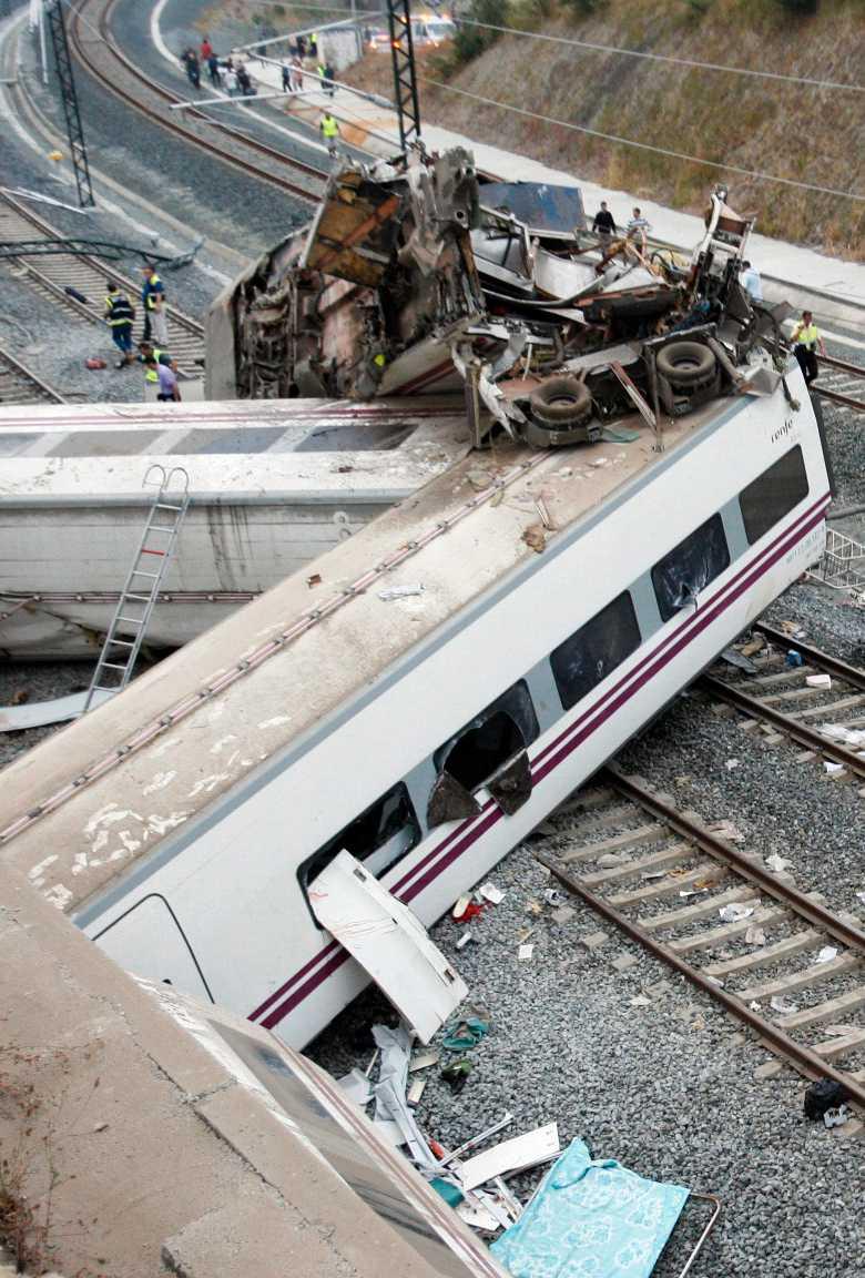 Tåget avgick från Madrid och vid kraschen fanns 240 resenärer ombord.