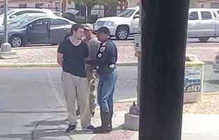 Den misstänkte gärningsmannen grips av polisen.