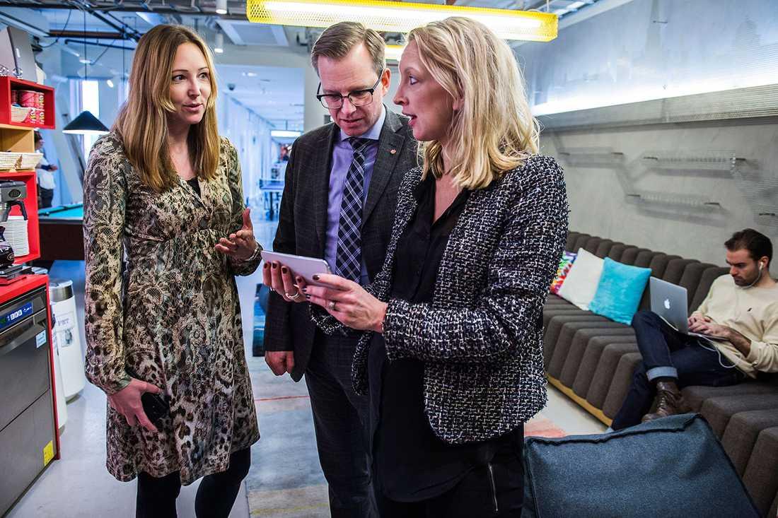 Tina Le Grand, Mikael Damberg och Anna Wiklund på Googles Sverigekontor.