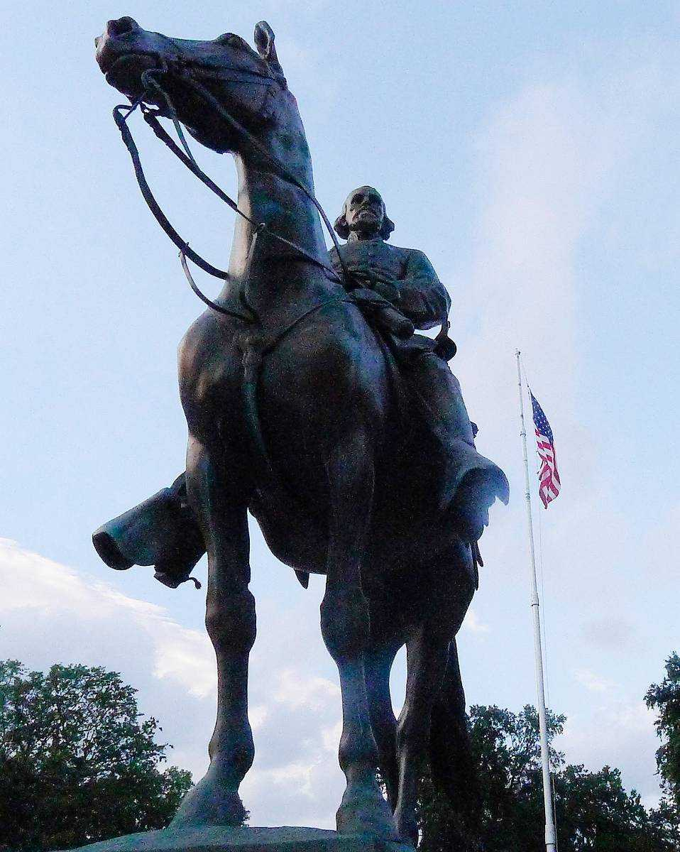 Nathan Bedford Forrest (1821–1877) till häst i Memphis, Tennessee.