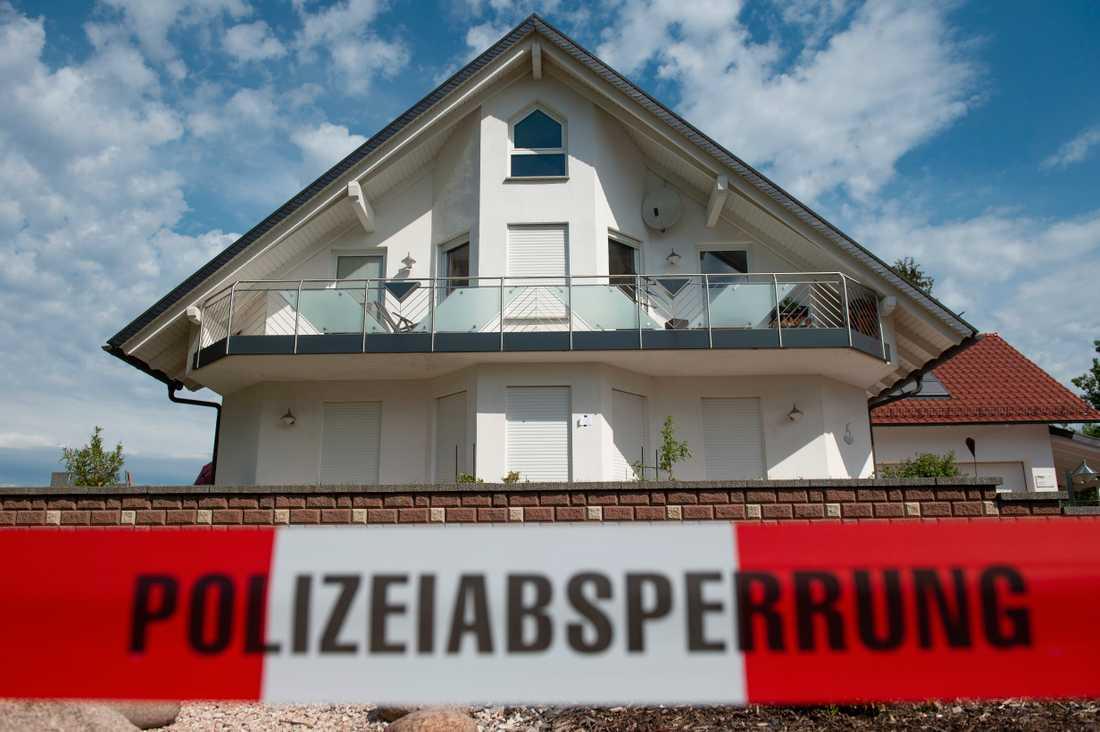 Polisavspärrningar utanför Walter Lübckes bostad i orten Wolfhagen-Istha dagen efter mordet.