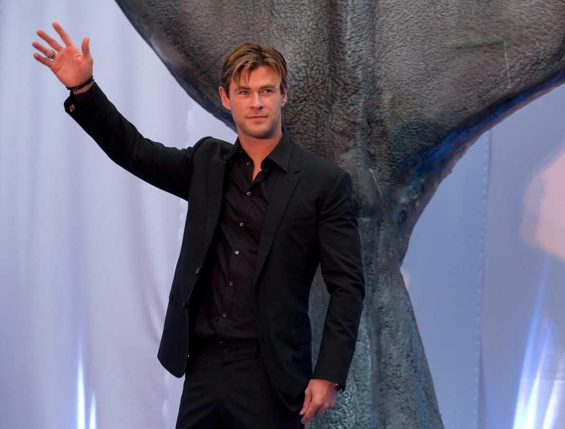 Chris Hemsworth och hans arm före biffigheten slog till.