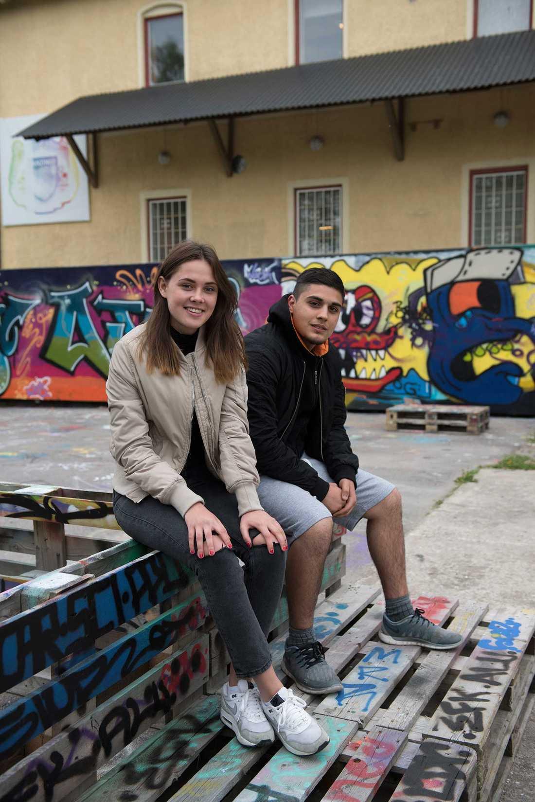 Två av Botkyrkas röster: Anna Wikström, 19, och Haidar Kudhayer, 16.