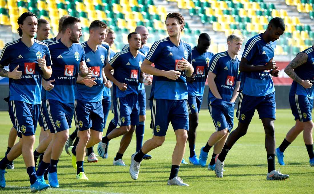 Albin Ekdal (i mitten) är en av flera svenska Serie A-spelare som kan stoppas från landskamperna mot Ryssland och Cypern. Arkivbild.