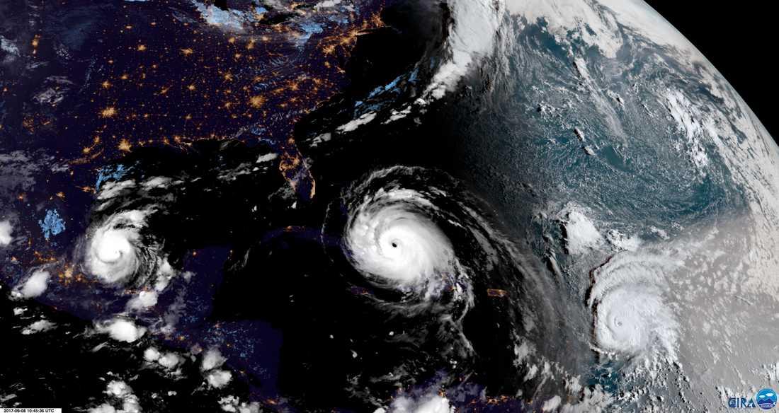 En nytagen satellitbild visar hur Irma, som syns i mitten, närmar sig Florida och Kuba. Till vänster syns Katie vid mexikanska golfen. Och ute i Atlanten syns den tredje stormen, José.