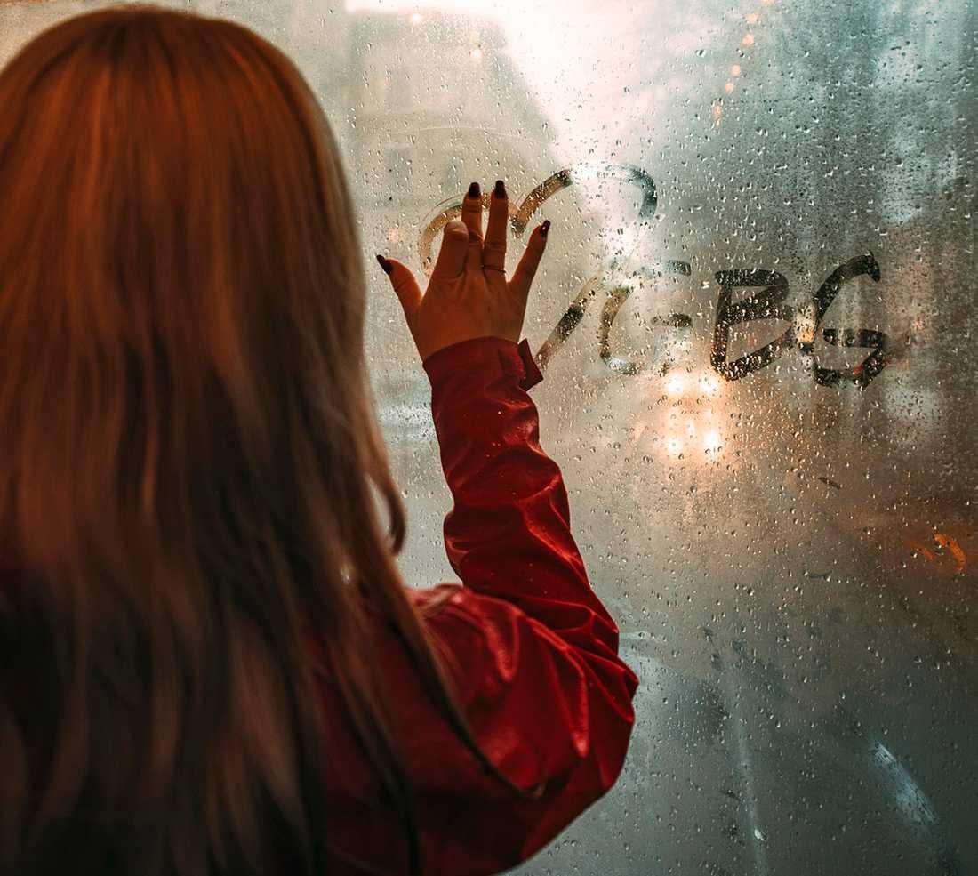 I fototävlingen får människor fritt tolka regn.